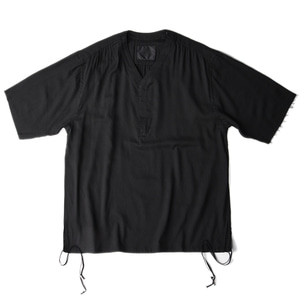 "BUKHT Y-Neck Shirts ""Black"""